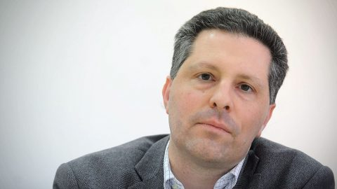 Zágráb, 2015. január 13. Schiffer András, az LMP társelnöke a horvát zöld párt (ORaH) vezetőivel közösen tartott sajtóértekezleten Zágrábban 2015. január 15-én. (MTI/HINA/ Daniel Kasap)