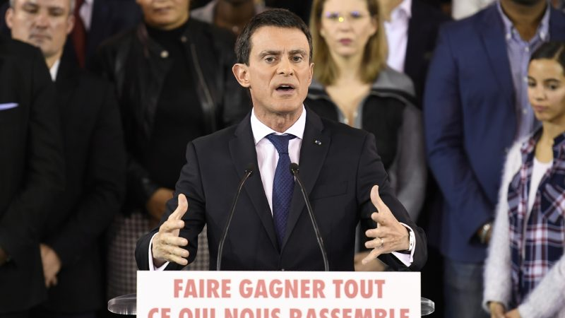 """French Prime Minister Manuel Valls delivers a speech to announce his bid to become the Socialist presidential candidate in the 2017 presidential elections, at the town hall of Evry, south of Paris, on December 5, 2016.  """"I am a candidate for the presidency of the Republic,"""" he said, announcing he would step down as prime minister on December 6, 2016 to contest the Socialist nomination in a January primary. / AFP PHOTO / Lionel BONAVENTURE"""