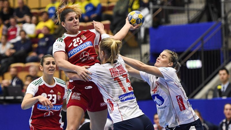 Norway's Emilie Hegh Arntzen (2ndR) and her teammate Veronica Kristiansen (R) vie with Hungary's Anna Kovacs during the Women's European Handball Championship Group II match between Hungary and Norway in Helsingborg, Sweden on December 13, 2016. / AFP PHOTO / Jonathan NACKSTRAND
