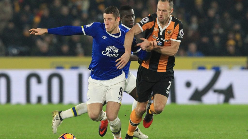 Everton's English midfielder Ross Barkley (L) vies with Hull City's Irish midfielder David Meyler during the English Premier League football match between Hull City and Everton at the KCOM Stadium in Kingston upon Hull, north east England on December 30, 2016. / AFP PHOTO / Lindsey PARNABY / RESTRICTED TO EDITORIAL USE. No use with unauthorized audio, video, data, fixture lists, club/league logos or 'live' services. Online in-match use limited to 75 images, no video emulation. No use in betting, games or single club/league/player publications.  /