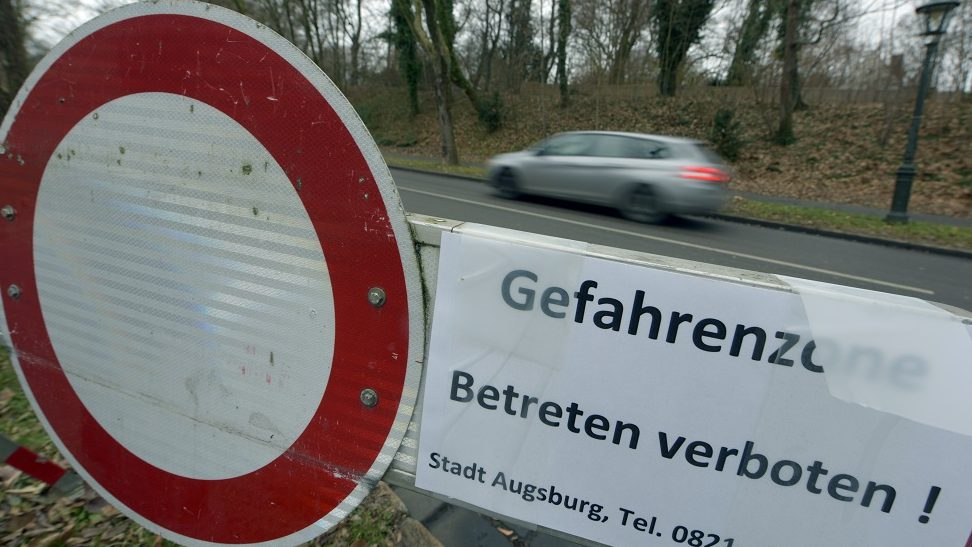 A car drives past a sealed off road in Augsburg, Germany, 24 December 2016. Some 54,000 residents of an area in the city with a radius of 1.5 kilometers have to leave the area so that a WWIIbomb can be defused on the 25.12.2016. Photo: Stefan Puchner/dpa
