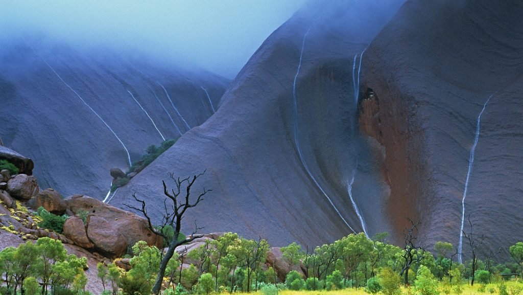 AUSTRALIA. NORTHERN TERRITORY. AYERS ROCK. ULURU ROCK RANKED WORLD HERITAGE OF UNESCO.