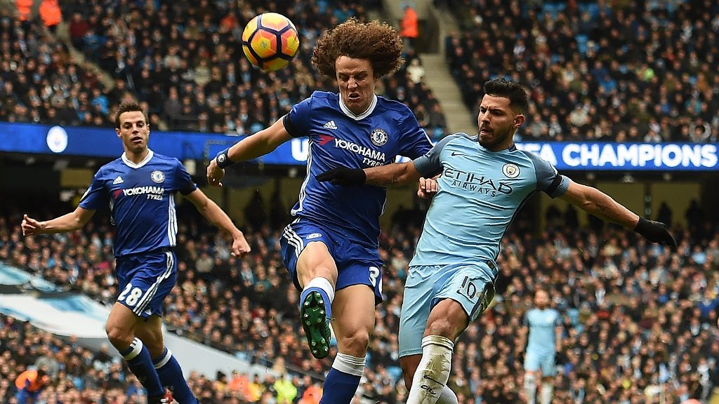 Chelsea's Brazilian defender David Luiz (C) vies with Manchester City's Argentinian striker Sergio Aguero (R) during the English Premier League football match between Manchester City and Chelsea at the Etihad Stadium in Manchester, north west England, on December 3, 2016. / AFP PHOTO / Paul ELLIS / RESTRICTED TO EDITORIAL USE. No use with unauthorized audio, video, data, fixture lists, club/league logos or 'live' services. Online in-match use limited to 75 images, no video emulation. No use in betting, games or single club/league/player publications.  /