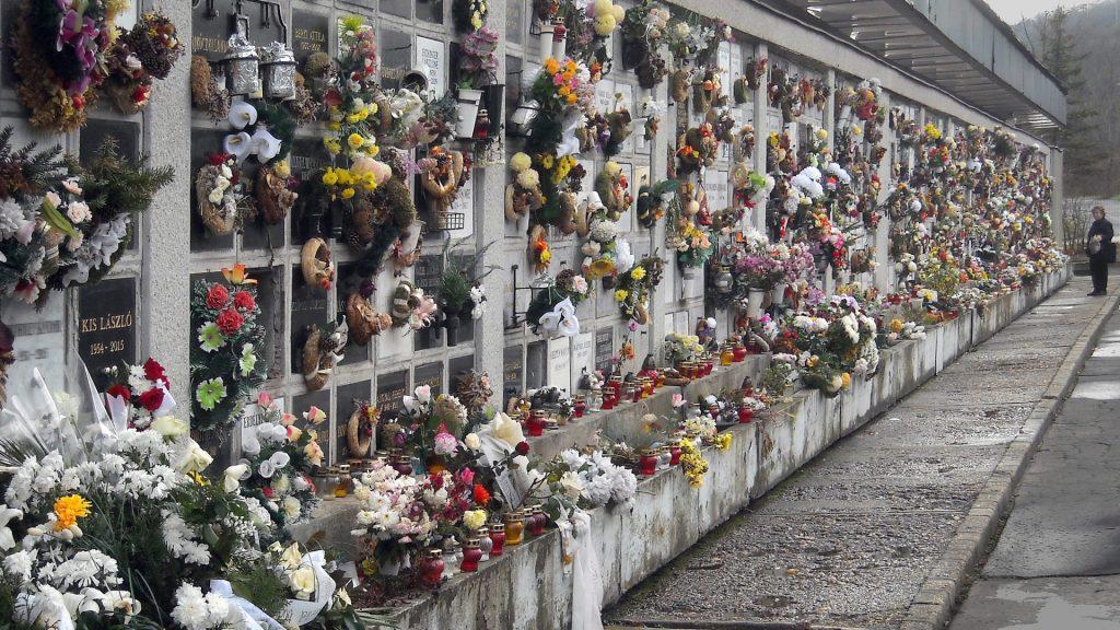 Kegyelet - Miskolc - Virágos urnatemető