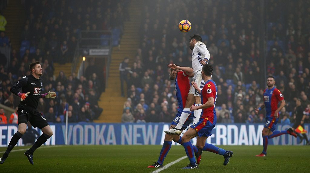 Chelsea's Brazilian-born Spanish striker Diego Costa (C) jumps to head the ball and score his team's first goal during the English Premier League football match between Crystal Palace and Chelsea at Selhurst Park in south London on December 17, 2016. / AFP PHOTO / Adrian DENNIS / RESTRICTED TO EDITORIAL USE. No use with unauthorized audio, video, data, fixture lists, club/league logos or 'live' services. Online in-match use limited to 75 images, no video emulation. No use in betting, games or single club/league/player publications.  /