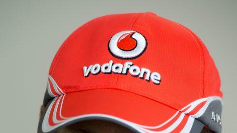 Zsámbék, 2013. április 29. Jenson Button, a McLaren-Mercedes brit versenyzõje a Vodafone Red Show-n a zsámbéki Driving Campben 2013. április 29-én. MTI Fotó: Illyés Tibor