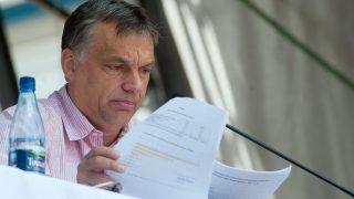 Tusnádfürdõ, 2011. július 23. Orbán Viktor miniszterelnök elõadást tart a 22. Bálványosi Nyári Szabadegyetem és Diáktáborban (Tusványos), a romániai Tusnádfürdõn. MTI Fotó: Koszticsák Szilárd