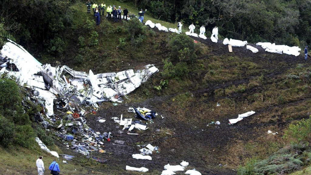 LA UNION, COLOMBIA - NOVEMBER 29:  A general view of the airplane crash in the Colombian area of Antioquia where a British-Aerospace BAE- Avro with players of the Brazilian team 'Chapecoense' crashed, on November 29, 2016 in La Union, Colombia. Players of the Brazilian soccer team Chapecoense were flying to Medellin to play next November 30 the final first leg match against Atletico Nacional, as part of the Copa Sudamericana. (Photo by Leon Monsalve/LatinContent/Getty Images)