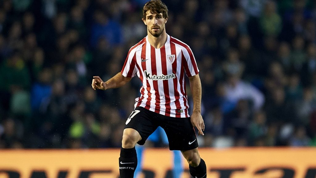 SEVILLE, SPAIN - DECEMBER 11: Yeray Alvarez of Athletic Club in action during La Liga match between Real Betis Balompie vs Athletic Club at Benito Villamarin Stadium on December 11, 2016 in Seville, Spain. (Photo by Aitor Alcalde Colomer/Getty Images)