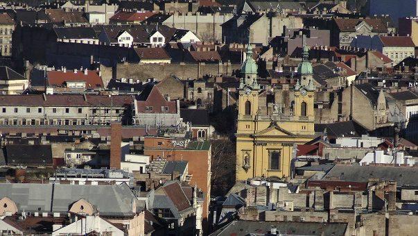 Budapest, 2016. február 4. A Józsefváros, a fõváros VIII. kerületének részlete a Gellérthegyrõl. Középen jobbra a Szent József-plébániatemplom barokk épülete látható.         MTVA/Bizományosi: Róka László  *************************** Kedves Felhasználó! Ez a fotó nem a Duna Médiaszolgáltató Zrt./MTI által készített és kiadott fényképfelvétel, így harmadik személy által támasztott bárminemû – különösen szerzõi jogi, szomszédos jogi és személyiségi jogi – igényért a fotó készítõje közvetlenül maga áll helyt, az MTVA felelõssége e körben kizárt.