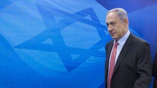 Jeruzsálem, 2015. augusztus 16. Benjámin Netanjahu izraeli miniszterelnök a heti kabinetülésre érkezik jeruzsálemi hivatalában 2015. augusztus 16-án. (MTI/EPA/Pool/Abir Szultan)