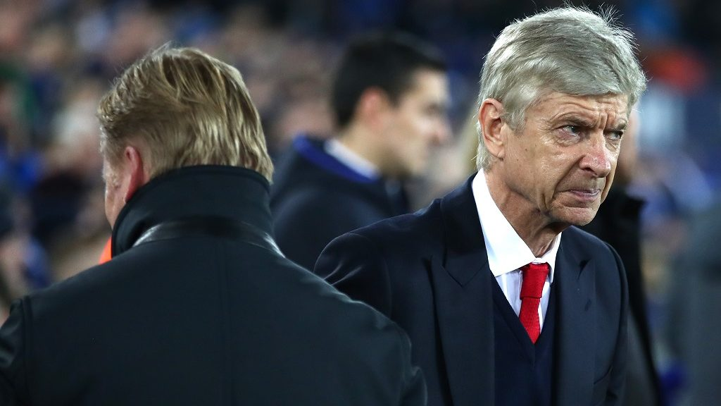 LIVERPOOL, ENGLAND - DECEMBER 13:  (L-R) Ronald Koeman, Manager of Everton greets Arsene Wenger, Manager of Arsenal prior to kickoff during the Premier League match between Everton and Arsenal at Goodison Park on December 13, 2016 in Liverpool, England.  (Photo by Clive Brunskill/Getty Images)