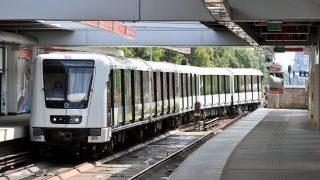 Budapest, 2012. július 10.Az új Alstom-szerelvény a 2-es metróvonal Pillangó utcai állomásán, miután ünnepélyesen átadta a francia Alstom Transport cég az első Metropolis típusú szerelvényt Budapestnek.MTI Fotó: Máthé Zoltán