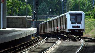 Budapest, 2013. május 15.A BKK-BKV 2-es metró vonalán közlekedő új Alstom Metropolis szerelvény elhagyja a Pillangó utcai megállóját a földfelszíni pályaszakaszon és begördül a város alatt húzódó 8,9 km hosszú alagútjába.MTVA/Bizományosi: Jászai Csaba ***************************Kedves Felhasználó!Az Ön által most kiválasztott fénykép nem képezi az MTI fotókiadásának, valamint az MTVA fotóarchívumának szerves részét. A kép tartalmáért és a szövegért a fotó készítője vállalja a felelősséget.