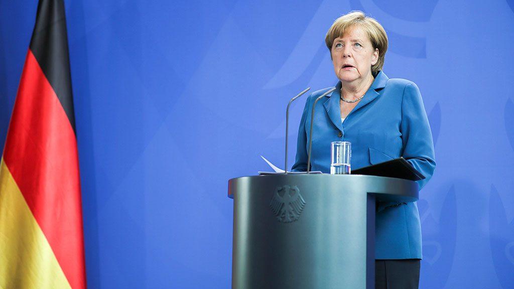 Berlin, 2016. július 23.Angela Merkel német kancellár sajtótájékoztatót tart Berlinben 2016. július 23-án, egy nappal a müncheni olimpia parkban található Olympia bevásárlóközpontban történt lövöldözés után. A támadásban a német rendőrség szerint egy 18 éves német-iráni fiatal kilenc embert agyonlőtt és további 27-et megsebesített. (MTI/EPA/Michael Kappeler)