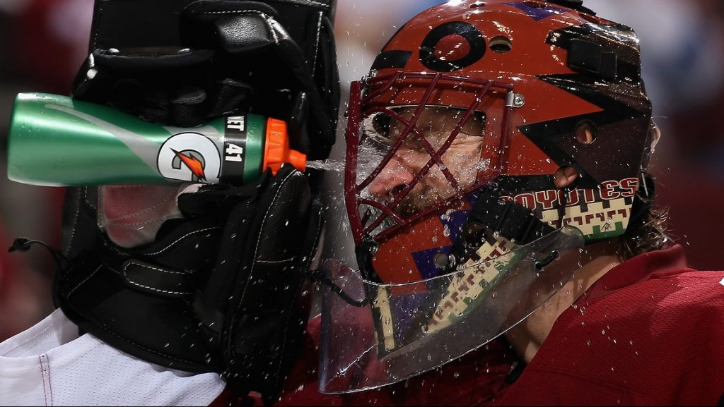 GLENDALE, AZ - NOVEMBER 23: Goaltender Mike Smith #41 of the Arizona Coyotes sprays water in his face after giving up a goal to the Vancouver Canucks during the second period of the NHL game at Gila River Arena on November 23, 2016 in Glendale, Arizona.   Christian Petersen/Getty Images/AFP