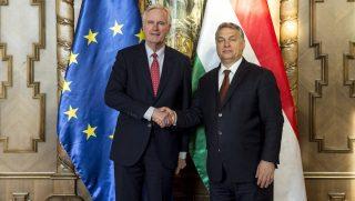 Budapest, 2016. december 13. A Miniszterelnöki Sajtóiroda által közreadott képen Orbán Viktor miniszterelnök (j) fogadja Michel Barniert, az Európai Bizottság Brexit-főtárgyalóját az Országházban 2016. december 13-án. MTI Fotó: Miniszterelnöki Sajtóiroda / Árvai Károly