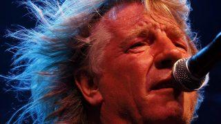 Budapest, 2008. július 4. Rick Parfitt énekes-gitáros, az 1962-ben alakult brit Status Quo rockegyüttes koncertjén, július 3-án a Petõfi Csarnokban. MTI Fotó: Mohai Balázs