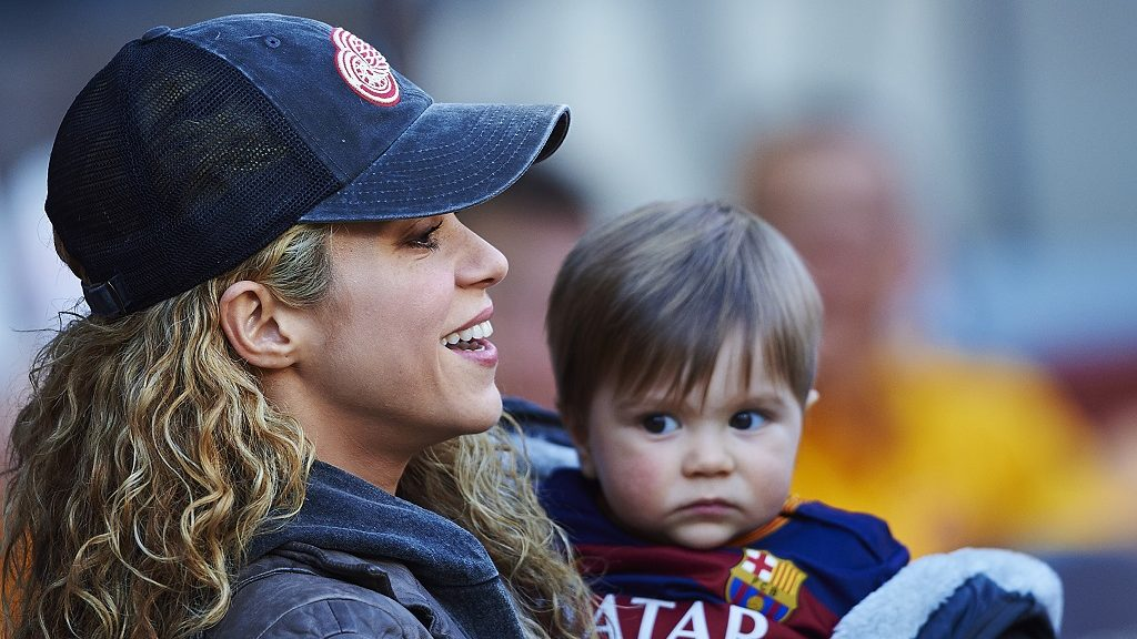 Shakira holds her son Sasha prior La Liga soccer match between FC Barcelona and Real Sociedad, at the Camp Nou stadium in Barcelona, Spain, saturday november 28, 2015. Foto: S.Lau