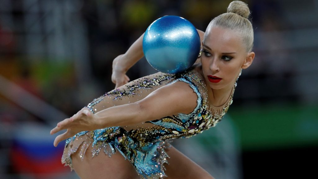 Russia's Yana Kudryavtseva competes in the individual all-around final event of the Rhythmic Gymnastics at the Olympic Arena during the Rio 2016 Olympic Games in Rio de Janeiro on August 20, 2016. / AFP PHOTO / Thomas COEX