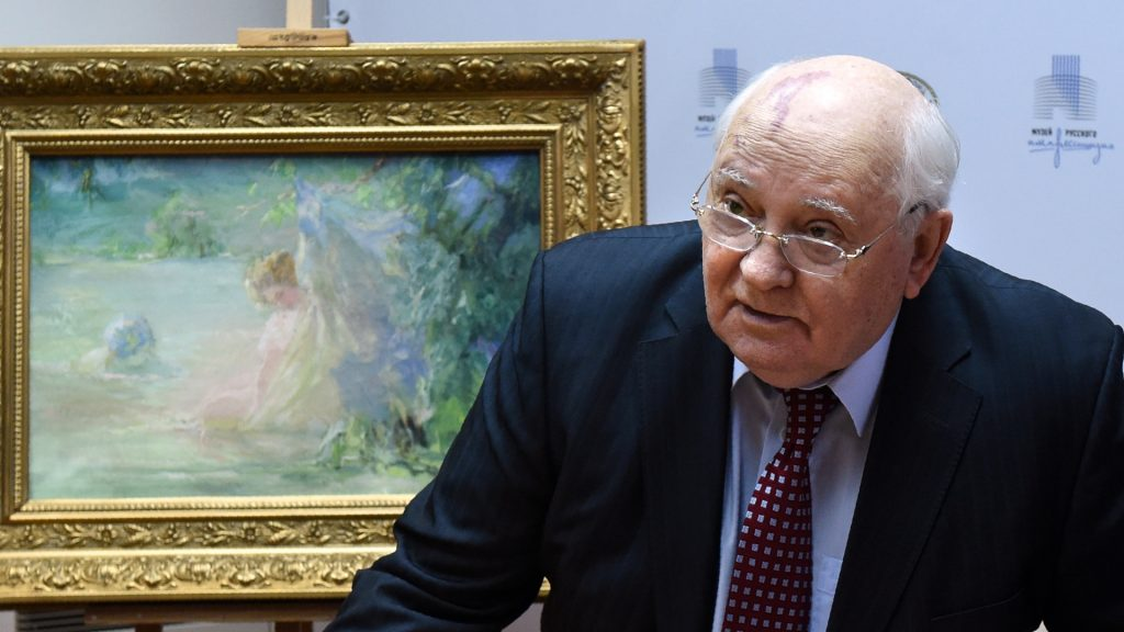 """Former head of the Soviet Union Mikhail Gorbachev speaks during a ceremony to hand over three paintings by Russian artist Paul Chmaroff including """"Paysannes dans les Bois"""", """"Deux Baigneuses"""" (L) and """"Autoportrait"""", to the Museum of Russian Impressionism in Moscow on December 16, 2016. / AFP PHOTO / Vasily MAXIMOV / RESTRICTED TO EDITORIAL USE - MANDATORY MENTION OF THE ARTIST UPON PUBLICATION - TO ILLUSTRATE THE EVENT AS SPECIFIED IN THE CAPTION"""