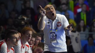 Poland's Russian-Spanish head coach Talant Dujshebaev reacts during the 25th IHF Men's World Championship 2017 Group A handball match Brazil vs Poland on January 14, 2017 at the Parc des Expositions in Nantes. / AFP PHOTO / LOIC VENANCE