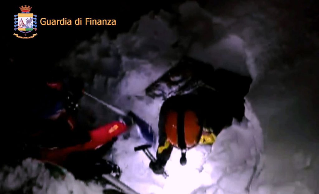 """This image grab made from a video handout released by the Guardia di Finanza on January 19, 2017 shows rescue team members digging the snow at the Hotel Rigopiano engulfed by a powerful avalanche near the village of Farindola, on the eastern lower slopes of the Gran Sasso mountain. Up to 30 people were feared to have died after an Italian mountain Hotel Rigopiano was engulfed by a powerful avalanche in the earthquake-ravaged centre of the country. Italy's Civil Protection agency confirmed the Hotel Rigopiano had been engulfed by a two-metre (six-feet) high wall of snow and that emergency services were struggling to get ambulances and diggers to the site.  / AFP PHOTO / Guardia di Finanza press office / Handout / RESTRICTED TO EDITORIAL USE - MANDATORY CREDIT """"AFP PHOTO / GUARDIA DI FINANZA HANDOUT"""" - NO MARKETING NO ADVERTISING CAMPAIGNS - DISTRIBUTED AS A SERVICE TO CLIENTS"""