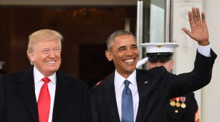 US President Barack Obama(R)welcomes President-elect Donald Trump to the White House in Washington, DC January 20, 2017.  / AFP PHOTO / JIM WATSON