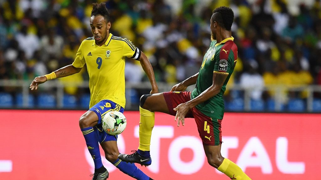 Gabon's forward Pierre-Emerick Aubameyang (L) challenges Cameroon's defender Adolphe Teikeu during the 2017 Africa Cup of Nations group A football match between Cameroon and Gabon at the Stade de l'Amitie Sino-Gabonaise in Libreville on January 22, 2017. / AFP PHOTO / GABRIEL BOUYS