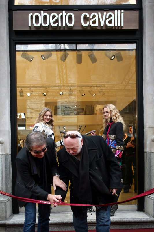 Italian designer Roberto Cavalli (front L) and Hungarian-born US film producer Andy Vajna (front R) cut the ribbon during the opening ceremony of his fashion house in downtown Budapest on November 24, 2008 . AFP PHOTO / BALINT PORNECZI / AFP PHOTO / BALINT PORNECZI