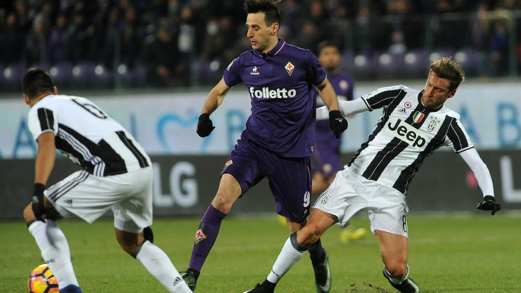 FLORENCE,ITALY,  JAN 17: Nikola Kalinic (9) of Fiorentina in action during serie A soccer match between ACF Fiorentina and Juventus at Stadio Artemio Franchi in Florence, Italy on January 15,2017 Carlo Bressan / Anadolu Agency
