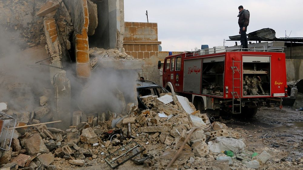 ALEPPO, SYRIA - DECEMBER 29: Civil defense team members work around the wreckages of collapsed buildings to save people after a car bombing attack at the opposition controlled Soran district of Aleppo, Syria on December 29, 2016. Majd al Halebi  / Anadolu Agency