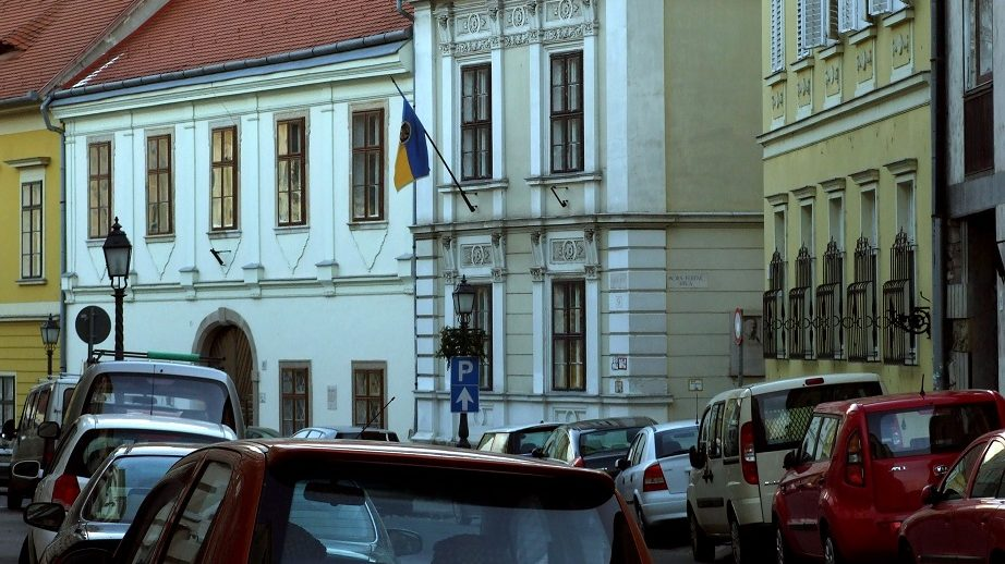 Budapest, 2012. január 16. Mûemlék épületek a Dísz téren. Középen a 9. számú régi lakóház a Móra ferenc utca sarkán. MTI/Bizományosi: Jászai Csaba  *************************** Kedves Felhasználó! Az Ön által most kiválasztott fénykép nem képezi az MTI fotókiadásának és archívumának szerves részét. A kép tartalmáért és a szövegért a fotó készítõje vállalja a felelõsséget.