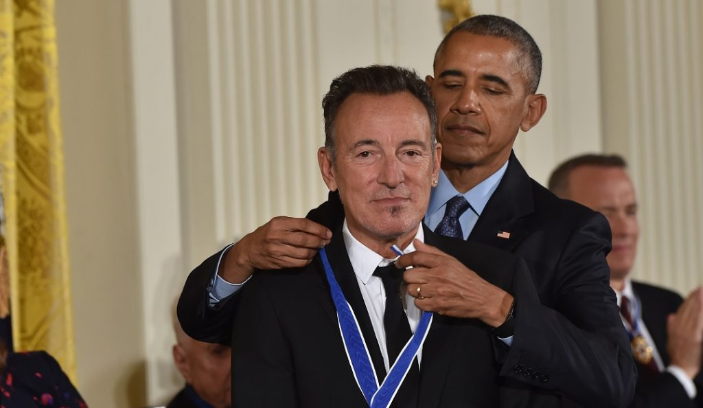 US President Barack Obama presents Singer Bruce Springsteen with the Presidential Medal of Freedom, the nation's highest civilian honor, during a ceremony honoring 21 recipients, in the East Room of the White House in Washington, DC, November 22, 2016. / AFP PHOTO / Nicholas Kamm