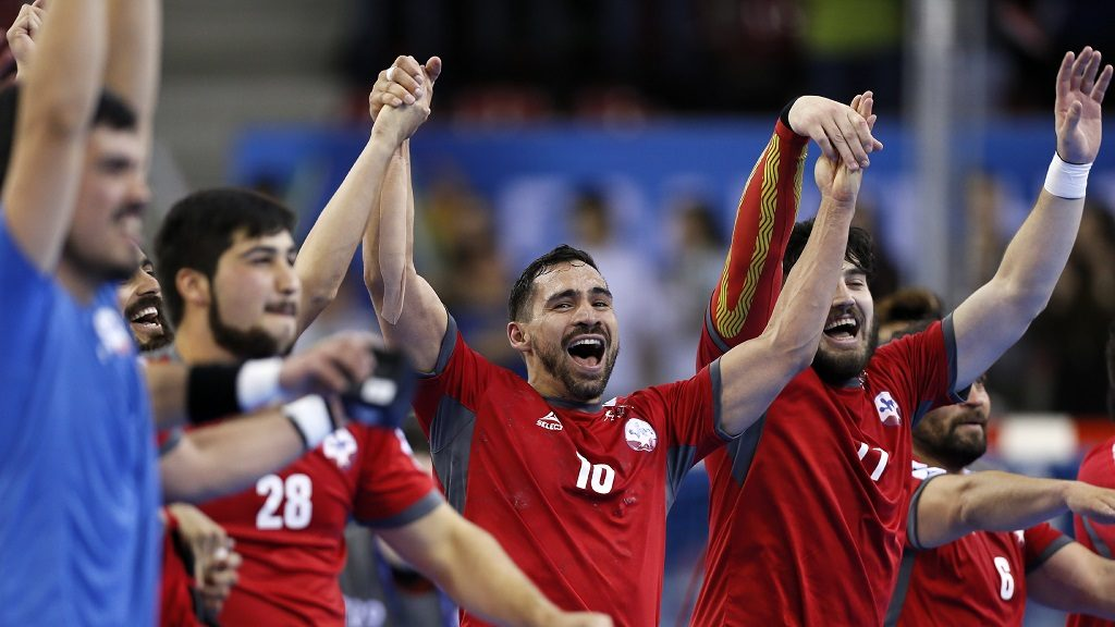 (From L) Chile's pivot Jose Lopez, Chile's centre back Emil Feuchtmann and Chile's back Rodrigo Salinas celebrate after the 25th IHF Men's World Championship 2017 Group C handball match Belarus vs Chile on January 13, 2017 at the Kindarena in Rouen. / AFP PHOTO / CHARLY TRIBALLEAU