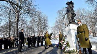 Emlékműavatás az esztergomi Szent Anna temetőben