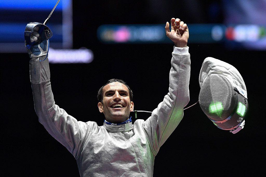 Rio de Janeiro, 2016. augusztus 11.Szilágyi Áron, miután legyőzte az amerikai Daryl Homert a riói nyári olimpia férfi kard egyéni versenyének döntőjében a Rio de Janeiró-i 3-as Karióka Arénában 2016. augusztus 10-én.MTI Fotó: Czeglédi Zsolt