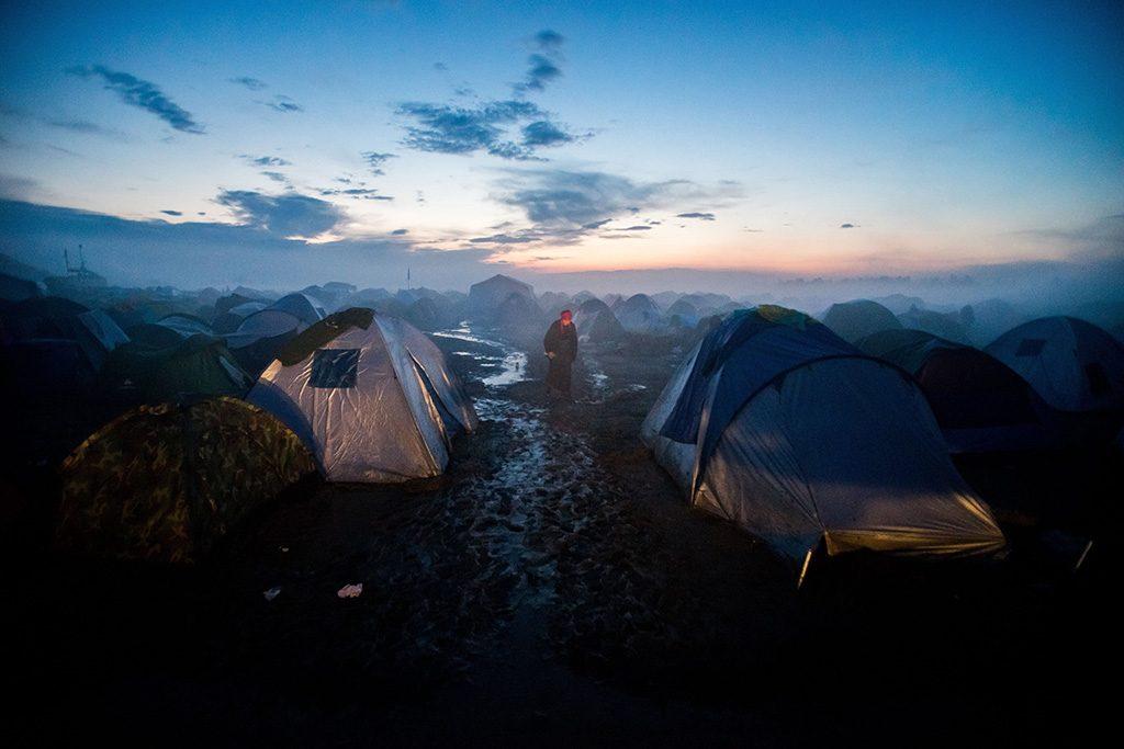 Budapest, 2017. január 30. Balogh Zoltánnak, az MTI/MTVA fotóriporterének az Idomeni menekülttábor című felvétele, amely a 35. Magyar Sajtófotó Pályázat Hír-, eseményfotó (egyedi) kategóriában első díjat nyert 2017. január 30-án. A fotó a görögországi Idomeniben készült 2016. március 11-én.MTI Fotó: Sajtófotó Pályázat / Balogh Zoltán