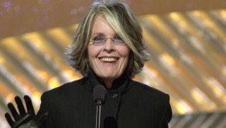 Diane KEATON amerikai színésznõ felolvassa az év legjobb színészének a nevét az Amerikai Filmintézet 2001-es díjátadó ünnepségén, a kaliforniai Beverly Hillsben 2002. január 5-én. (MTI/EPA/AFP/Monty Brinton)