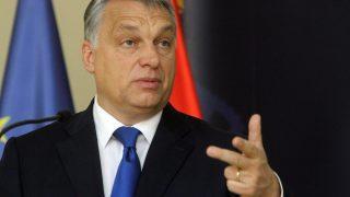 Nis, 2016. november 21. Orbán Viktor miniszterelnök beszél az Aleksandar Vucic szerb kormányfõvel a szerb-magyar kormányzati csúcstalálkozó után tartott sajtótájékoztatón a dél-szerbiai Nisben 2016. november 21-én. (MTI/EPA/Djordje Savic)