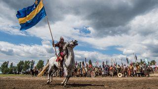 Bugac, 2016. augusztus 13.Egy lovas a Kurultáj, a rokontudatú népek háromnapos közös ünnepének seregszemléjén Bugacon 2016. augusztus 13-án. Európa legnagyobb lovas hagyományőrző rendezvényét a Magyar-Turán Alapítvány szervezésében az idén augusztus 12. és 14. tartják. Az eseményen 12 országból, 27 hun és türk tudatú nemzet képviselője vesz részt.MTI Fotó: Ujvári Sándor