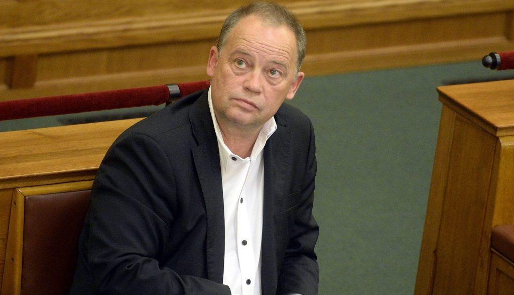 Budapest, 2016. május 2. Szanyi Tibor MSZP-s európai parlamenti képviselõ a 2007-2013 közötti idõszakban Magyarországnak járó uniós források felhasználásáról szóló vitában az Országgyûlés plenáris ülésén 2016. május 2-án. MTI Fotó: Kovács Tamás