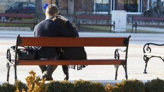 Nagykanizsa, 2016. január 28.Egy pár ül a padon a tavaszias napsütésben az Erzsébet téren, Nagykanizsán 2016. január 28-án. Kora délután 15 Celsius-fok volt a levegő hőmérséklete.MTI Fotó: Varga György