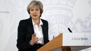 London, 2017. január 17. Theresa May brit miniszterelnök ismerteti kormánya tárgyalási stratégiáját a Brexit ügyében a londoni Lancaster House-ban 2017. január 17-én. May kijelentette, hogy az Egyesült Királyság nem maradhat az Európai Unió egységes belsõ piacának tagja, miután kilépett az EU-ból. (MTI/AP/Kirsty Wigglesworth/pool)