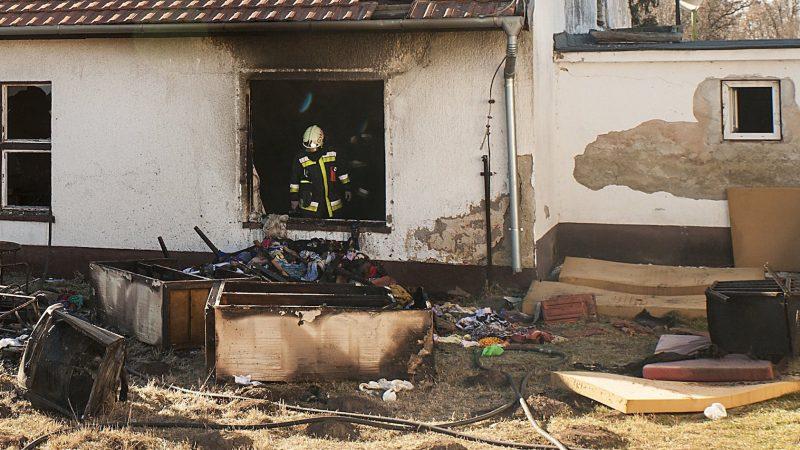 Töltéstava, 2017. január 7. Tűzoltók a táplánypusztai Dr. Piróth Endre Mentálhigiéniés Otthonban, ahol tűz keletkezett  2017. január 7-én. Egy ember meghalt, negyvenheten füstmérgezést szenvedtek, közülük tizennégyet kórházba vittek. MTI Fotó: Krizsán Csaba