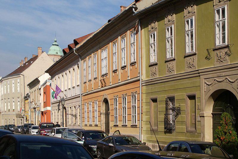 Budapest, 2013. október 29.Középkori épület-előzményből a XVIII. században kialakított műemlék paloták sora a Budai Várban, az Úri utcában.MTVA/Bizományosi: Jászai Csaba ***************************Kedves Felhasználó!Az Ön által most kiválasztott fénykép nem képezi az MTI fotókiadásának, valamint az MTVA fotóarchívumának szerves részét. A kép tartalmáért és a szövegért a fotó készítője vállalja a felelősséget.
