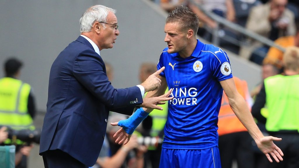 Leicester City's Italian manager Claudio Ranieri (L) gestures as he talks with Leicester City's English striker Jamie Vardy (R) on the touchline during the English Premier League football match between Hull City and Leicester City at the KCOM Stadium in Kingston upon Hull, north east England on August 13, 2016. / AFP PHOTO / Lindsey PARNABY / RESTRICTED TO EDITORIAL USE. No use with unauthorized audio, video, data, fixture lists, club/league logos or 'live' services. Online in-match use limited to 75 images, no video emulation. No use in betting, games or single club/league/player publications.  /