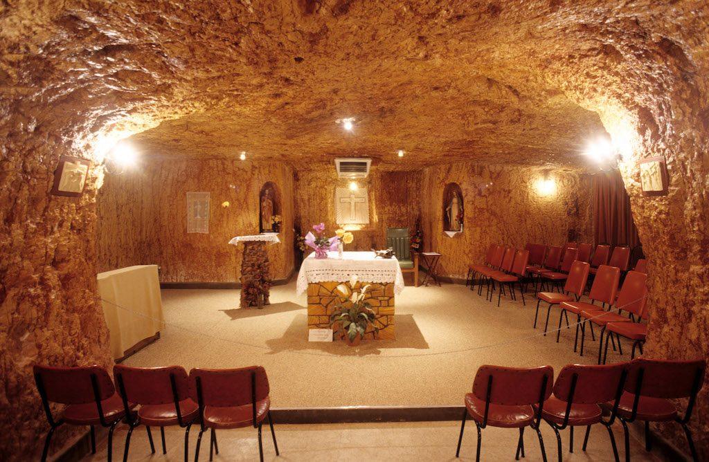 Australia, South Australia, village de Coober Pedy, church in cave dwelling