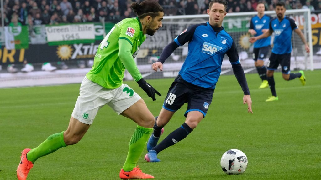 Wolfsburg's Ricardo Rodriguez (L) in action against Hoffenheim's Mark Uth during the German Bundesliga soccer match bweteen VfL Wolfsburg and 1899 Hoffenheim in theVolkswagen Arena inWolfsburg, Germany, 12 February 2017.  (EMBARGO CONDITIONS - ATTENTION: Due to the accreditation guidelines, the DFL only permits the publication and utilisation of up to 15 pictures per match on the internet and in online media during the match.) Photo: Peter Steffen/dpa