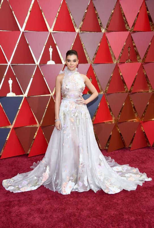 HOLLYWOOD, CA - FEBRUARY 26: Hailee Steinfeld poses in the press room during the 89th Annual Academy Awards at Hollywood & Highland Center on February 26, 2017 in Hollywood, California.   Kevork Djansezian/Getty Images/AFP